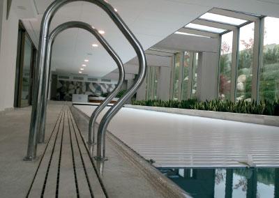 Частен басейн
